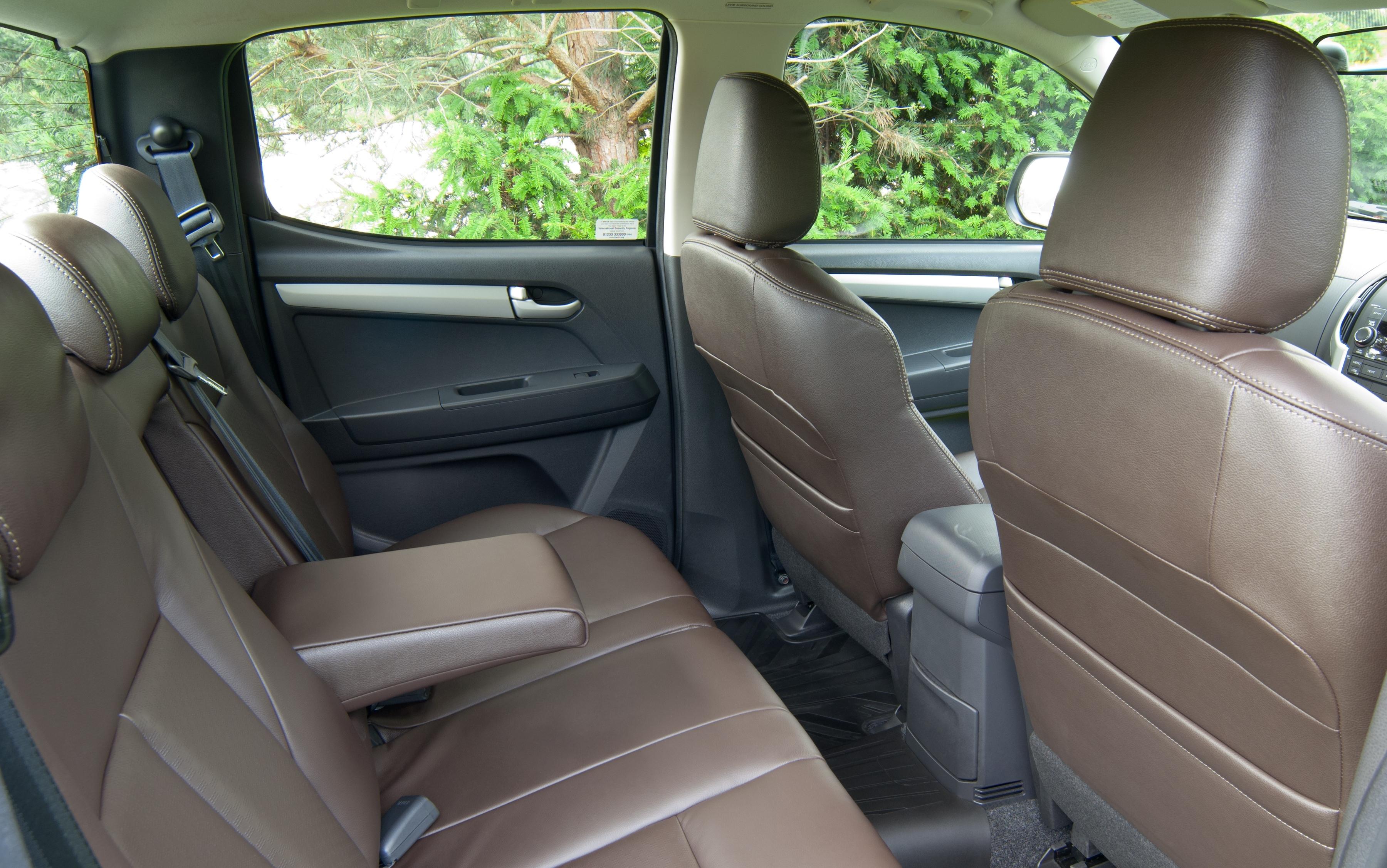 Isuzu d max utah double cab 4x4 car write ups for Max interior